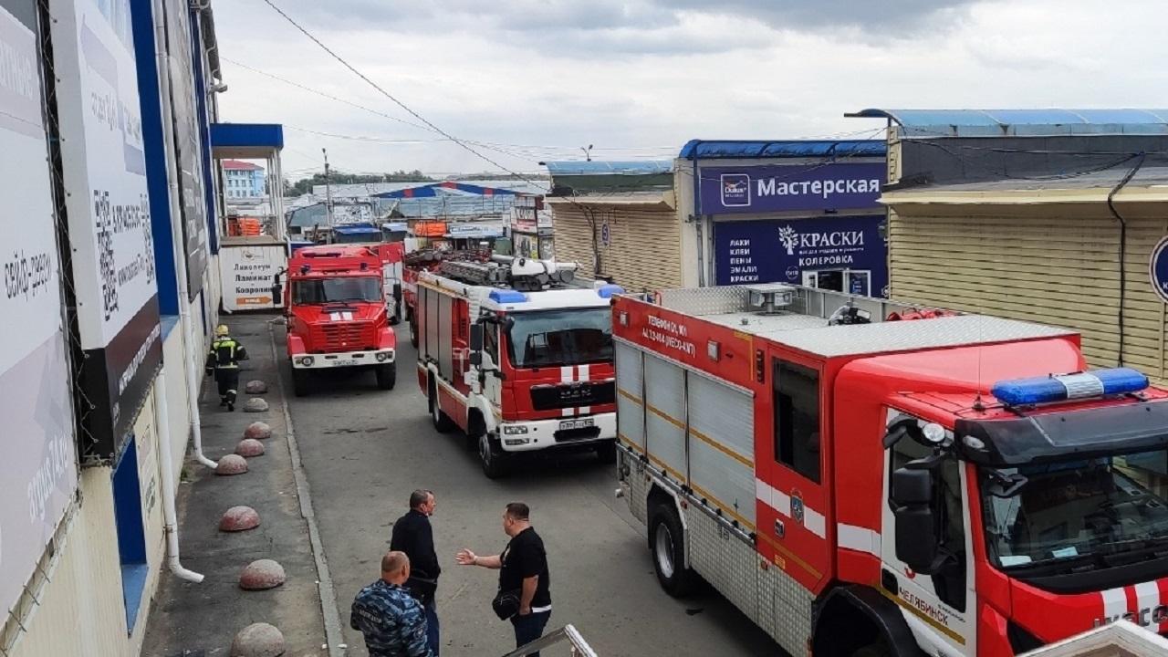 Пожар произошел в крупном торговом комплексе Челябинска