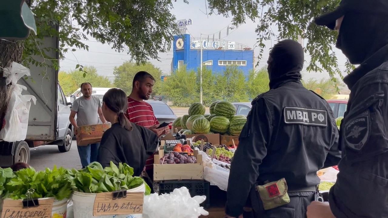Найдены нарушения: миграционная служба проверила рынки Челябинска