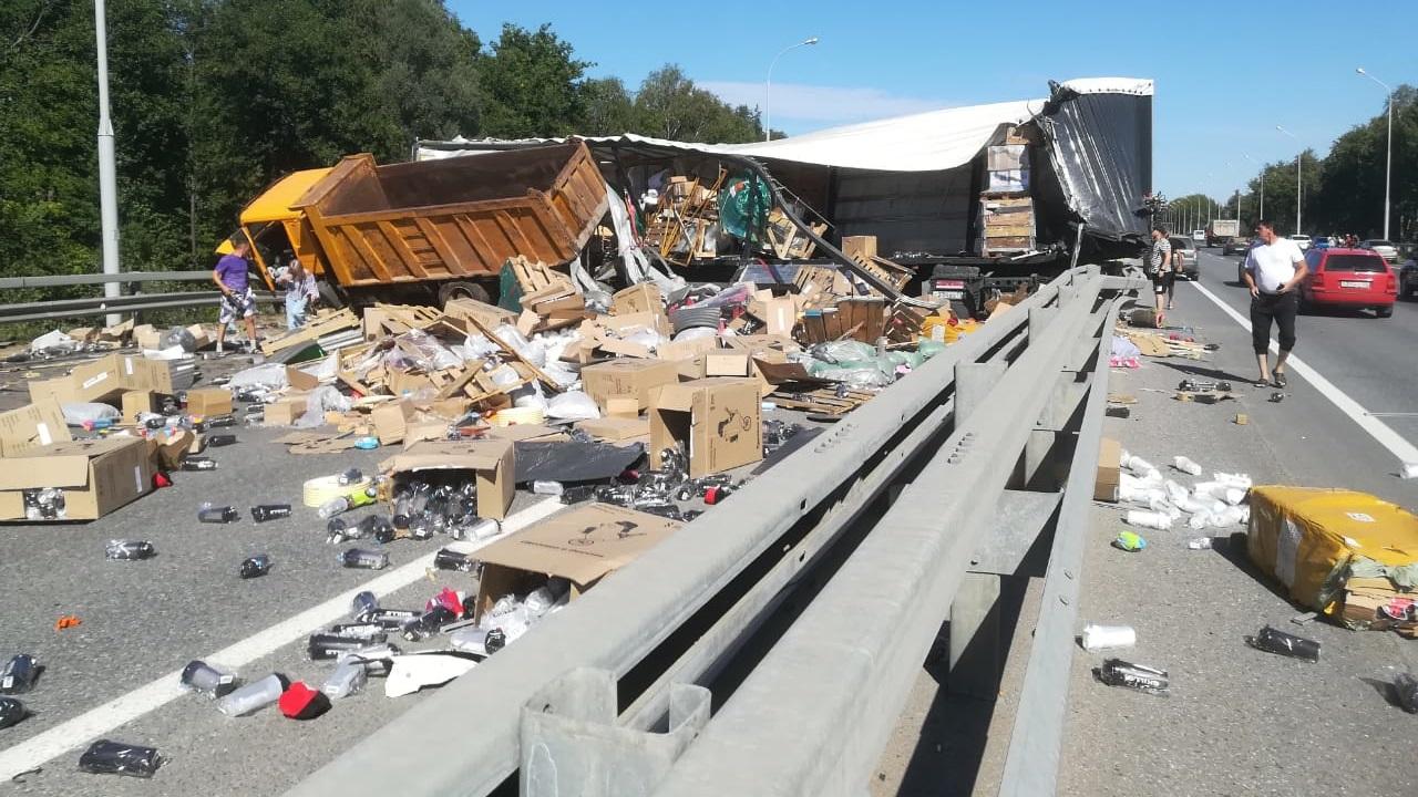 На трассе М5 произошло массовое ДТП с участием грузовиков ВИДЕО