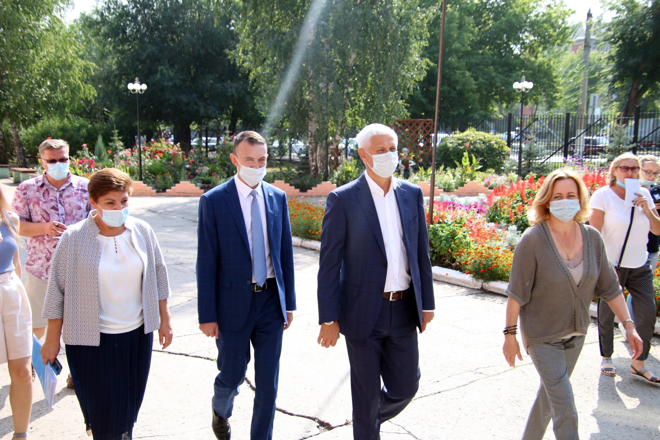 Глава Магнитогорска проверил готовность школ к новому учебному году
