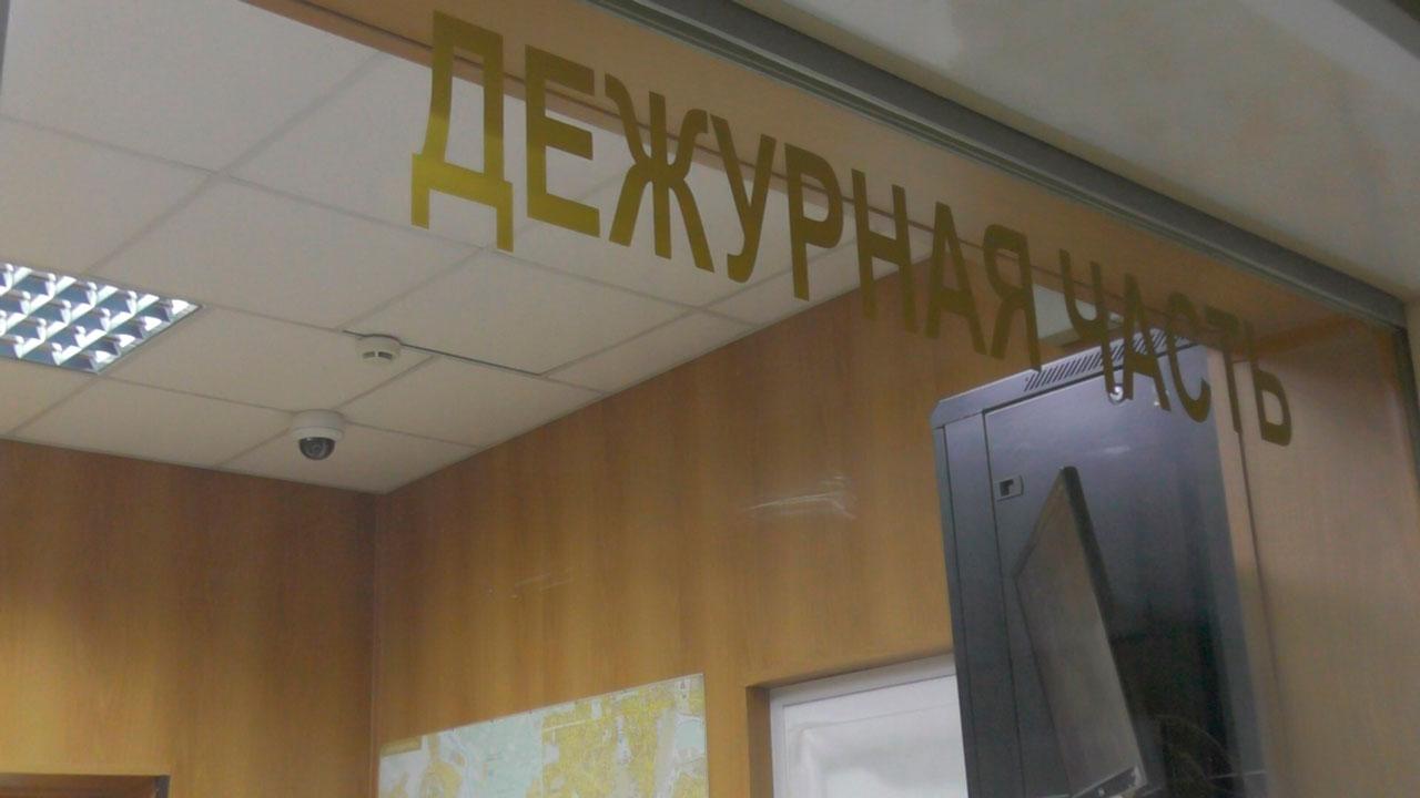 Пьяный избил девушку и набросился на полицейских на челябинской Кировке