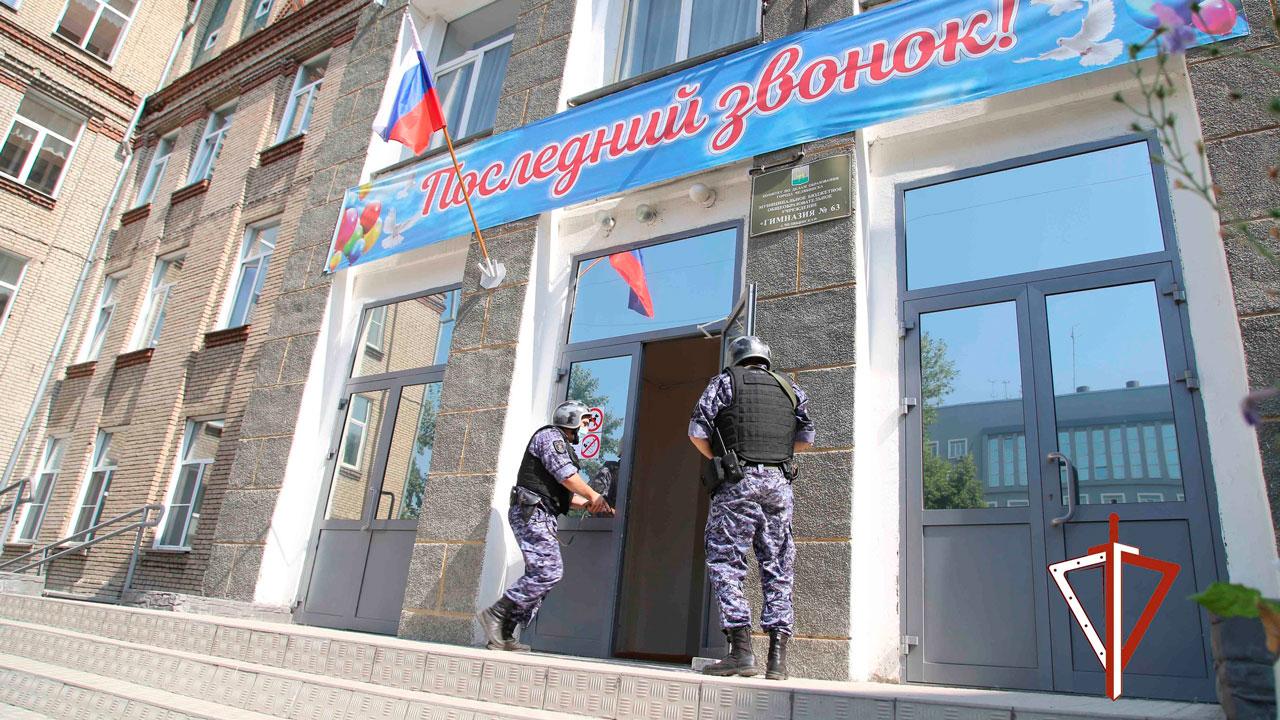 Росгвардия проверяет тревожные кнопки в школах Челябинской области