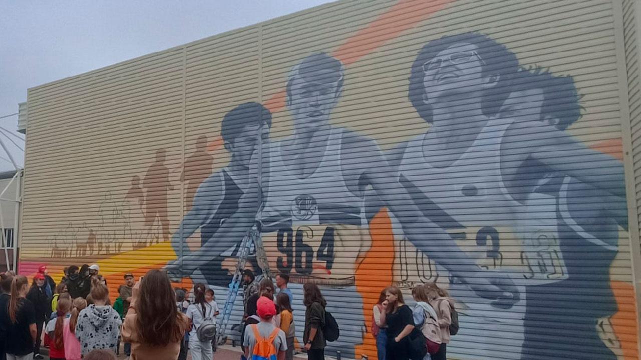 В Челябинске появилось граффити с марафонцем Леонидом Мосеевым