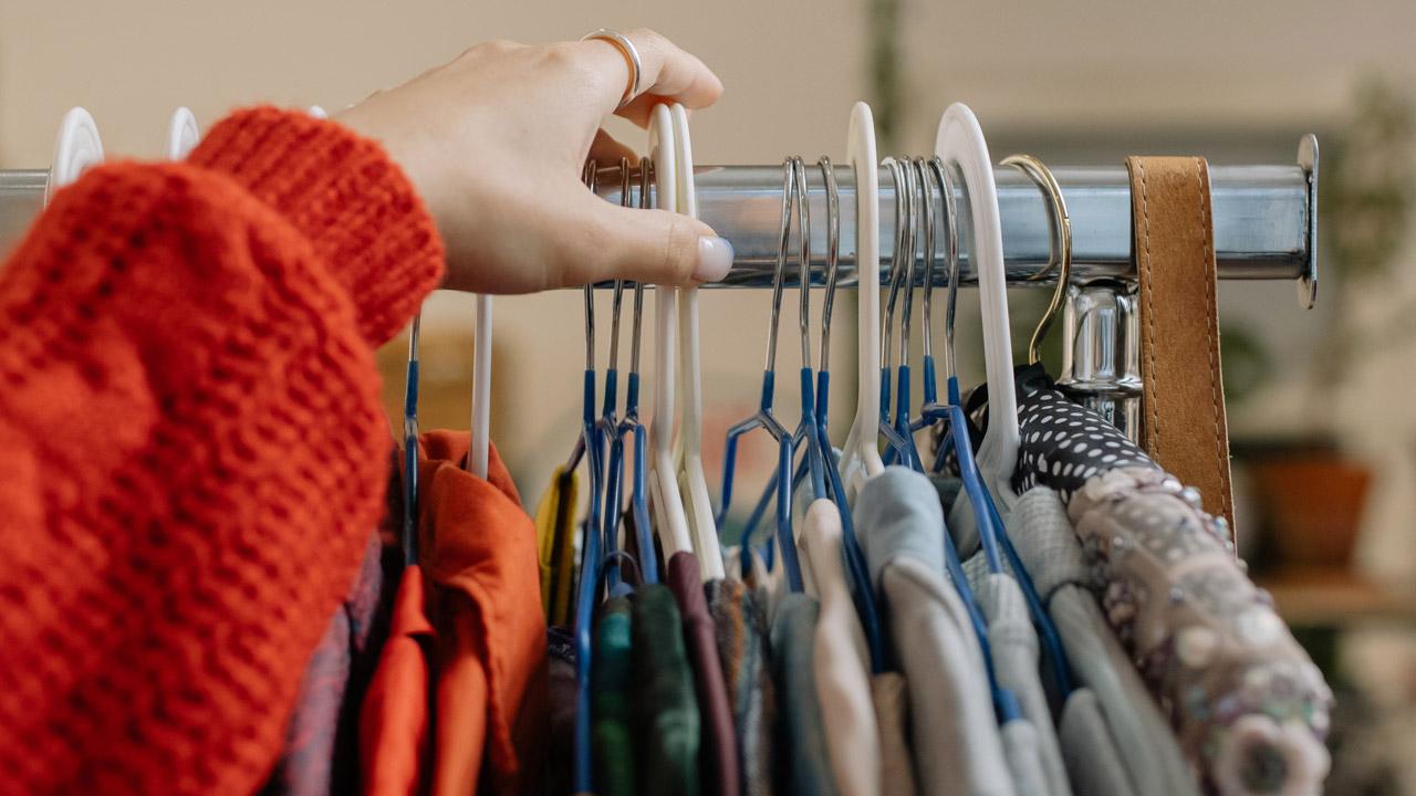 Почти все так делают: приметы об одежде, которые сулят несчастья