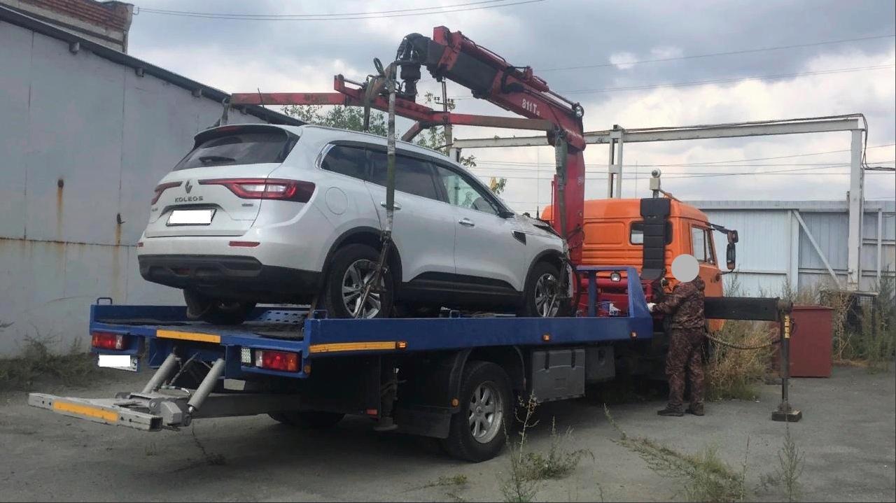 Внедорожник сбил двух пешеходов и скрылся в Челябинской области