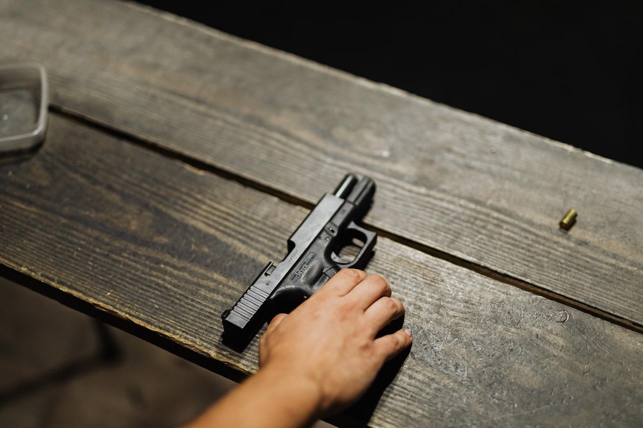 Челябинец устроил стрельбу в жилом комплексе