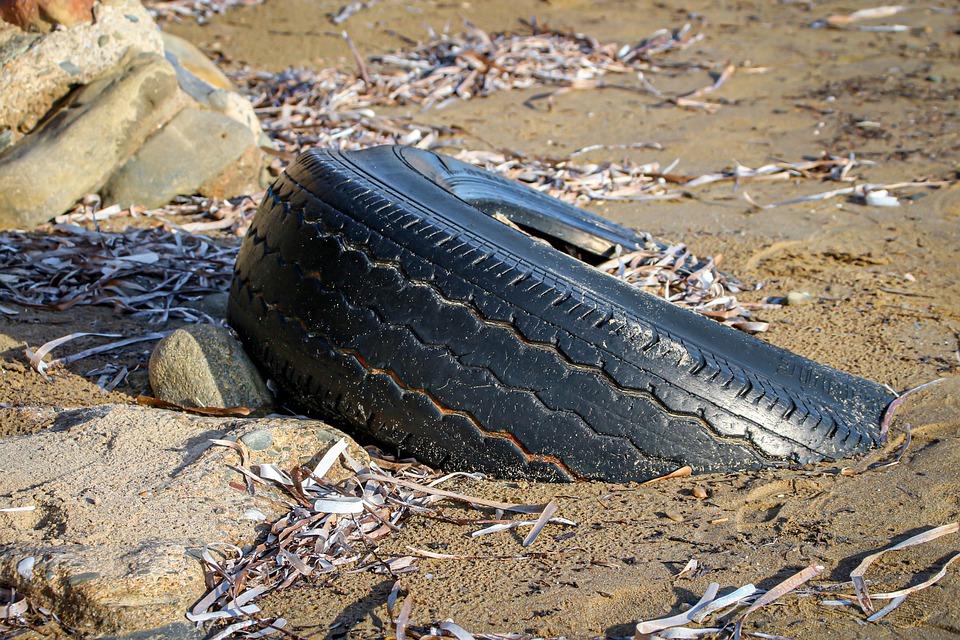 Дайверы нашли на дне Тургояка турники, лодку и сундук с золотыми монетами