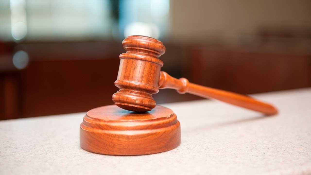 В Челябинске осудили предпринимателя за взятку таможеннику