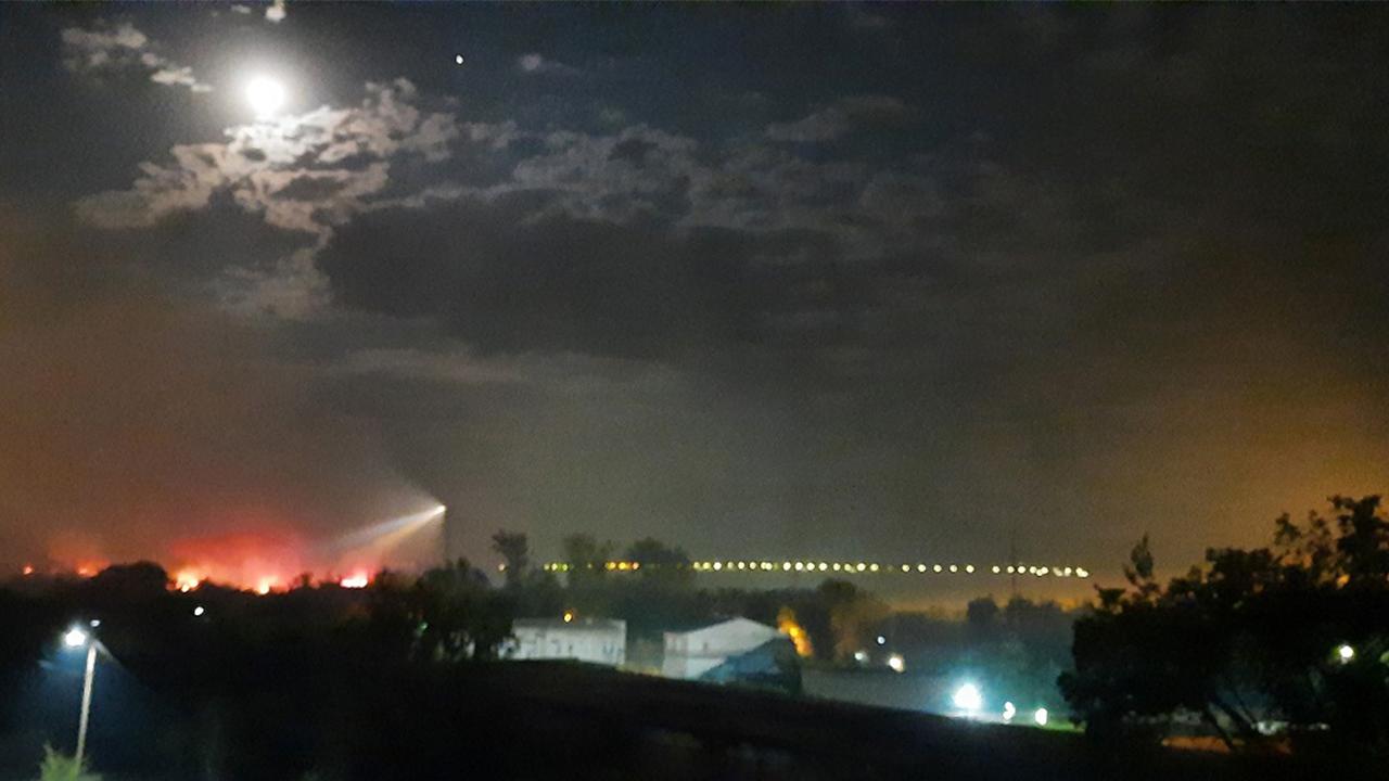 Крупный степной пожар произошел на границе Челябинской области с Казахстаном