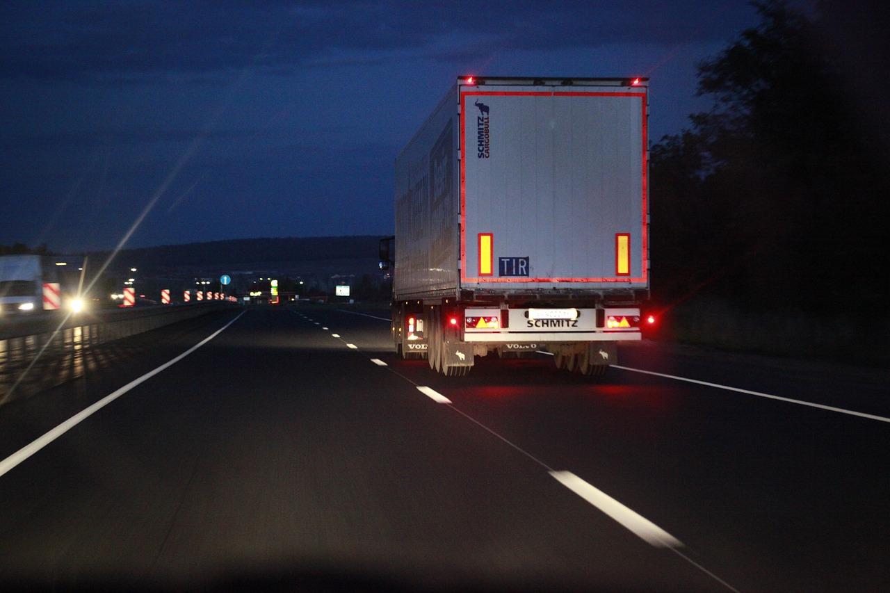 На трассах Южного Урала продлили ограничения для движения грузовиков из-за жары