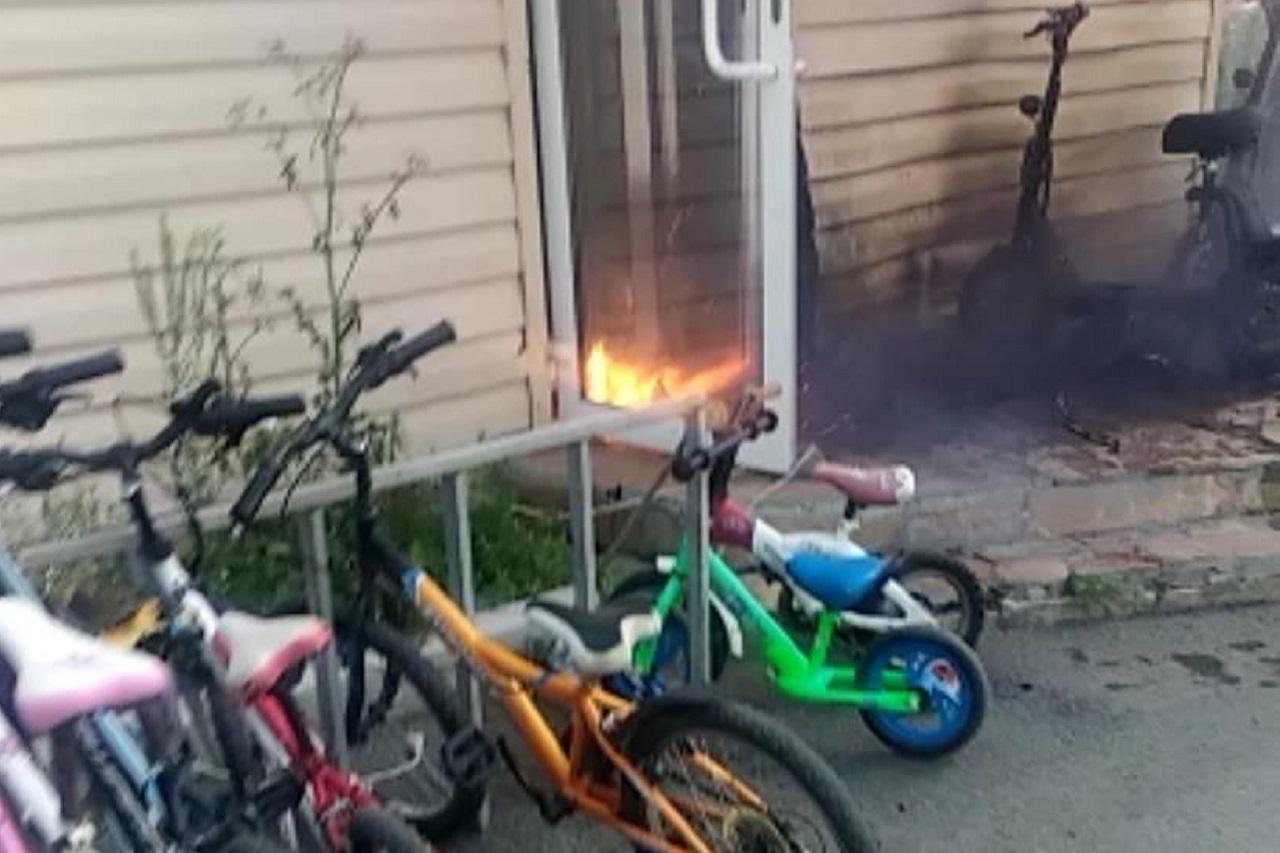 Чуть не сгорел дом: электросамокат взорвался у жителя Челябинской области ВИДЕО