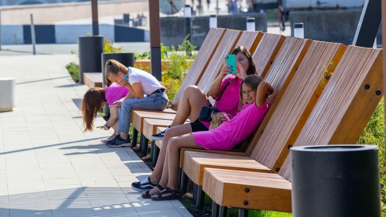 Курорт в центре города: жители Челябинска оценили новую набережную
