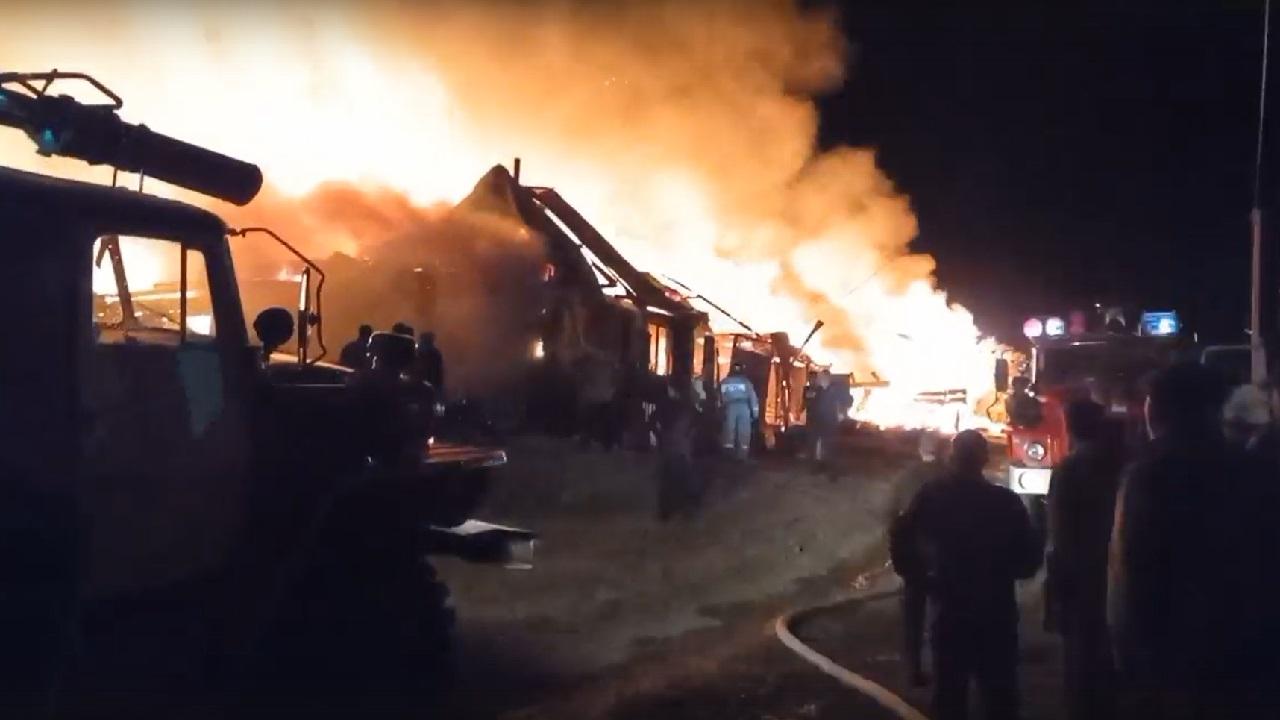 Два жилых дома сгорели дотла в Челябинской области