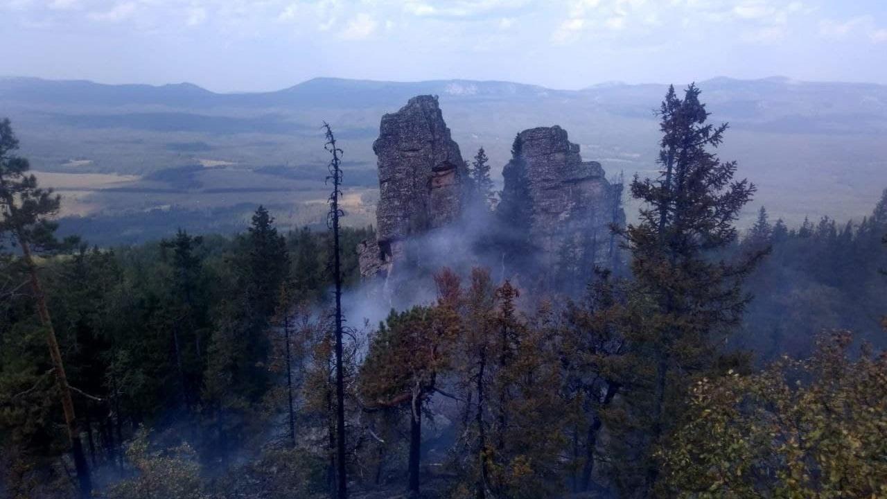 Лесной пожар произошел рядом национальным парком «Зигальга»