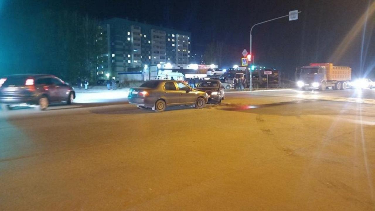 Такси попало в ДТП в Челябинске, есть пострадавшие