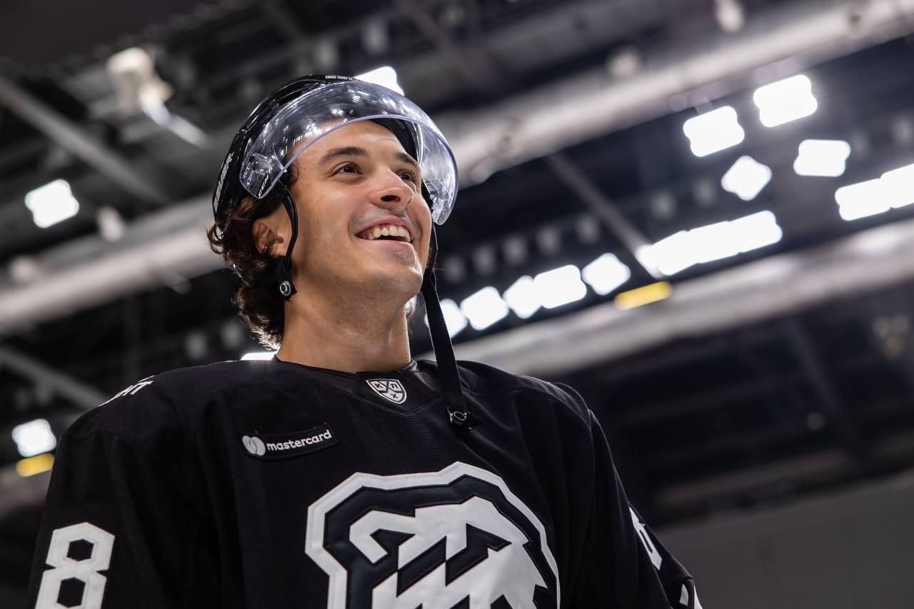 Первый пошел: большой хоккей вернулся в Челябинск