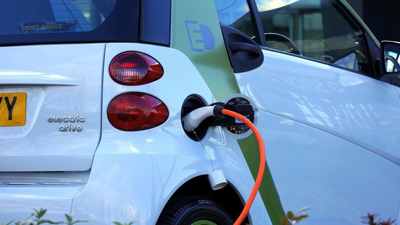 Энергия из сахара: ученые создали «сладкие» мощные батареи, которые могут запитать электромобили