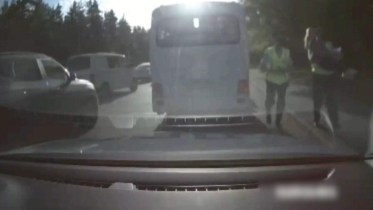В Челябинске спасли женщину, у которой начались роды в автобусе