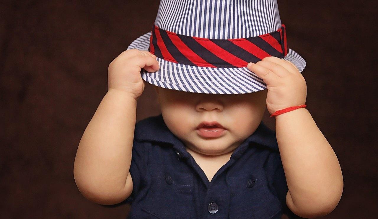 Что нельзя делать с ребенком: 17 суровых запретов и примет на счастье