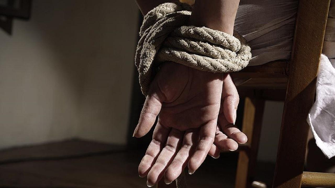 Жительницу Челябинска привязал к стулу и ограбил новый ухажер