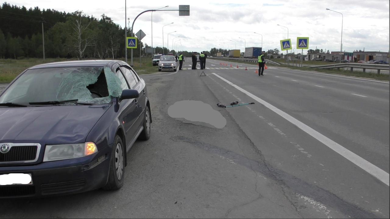 Иномарка насмерть сбила женщину на трассе в Челябинской области