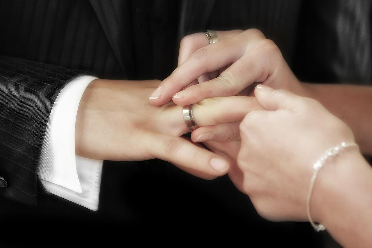 Знаки судьбы: народные приметы на любовь и скорую свадьбу