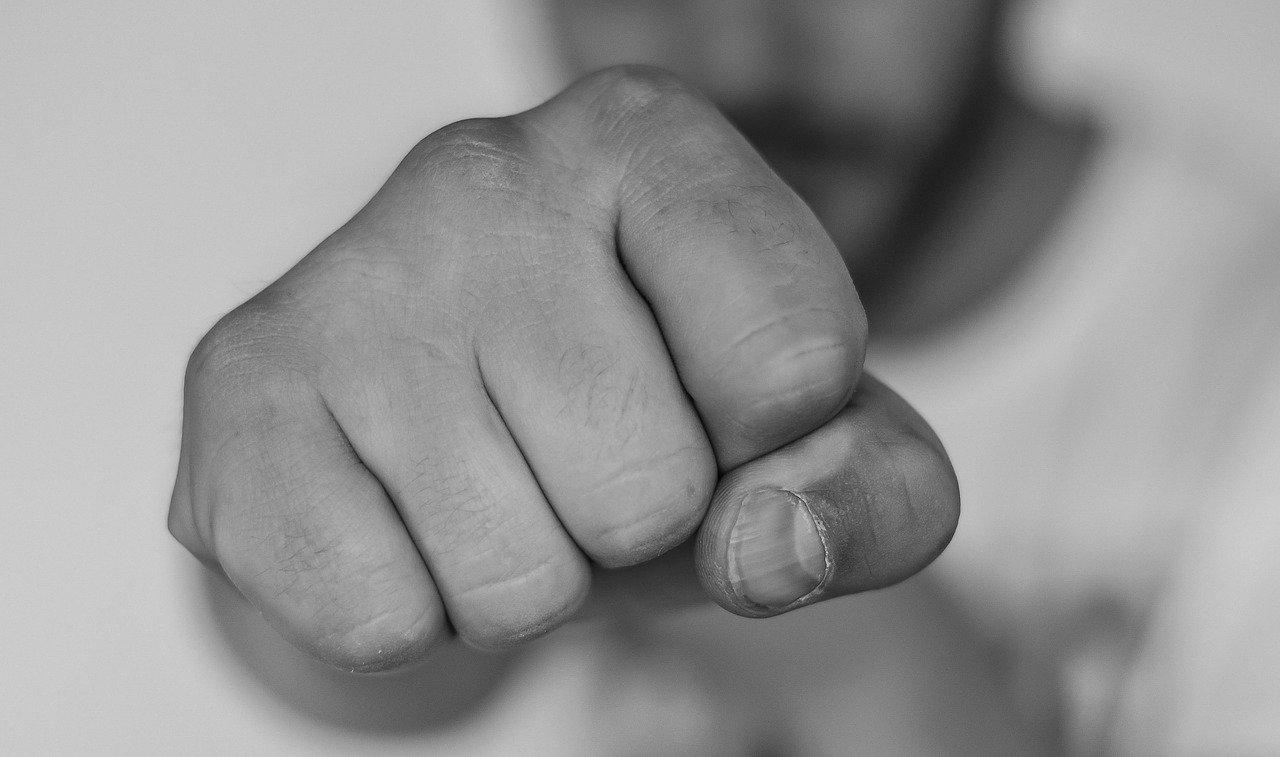 В Челябинской области задержали 3 мужчин, которые без причин нападали на людей