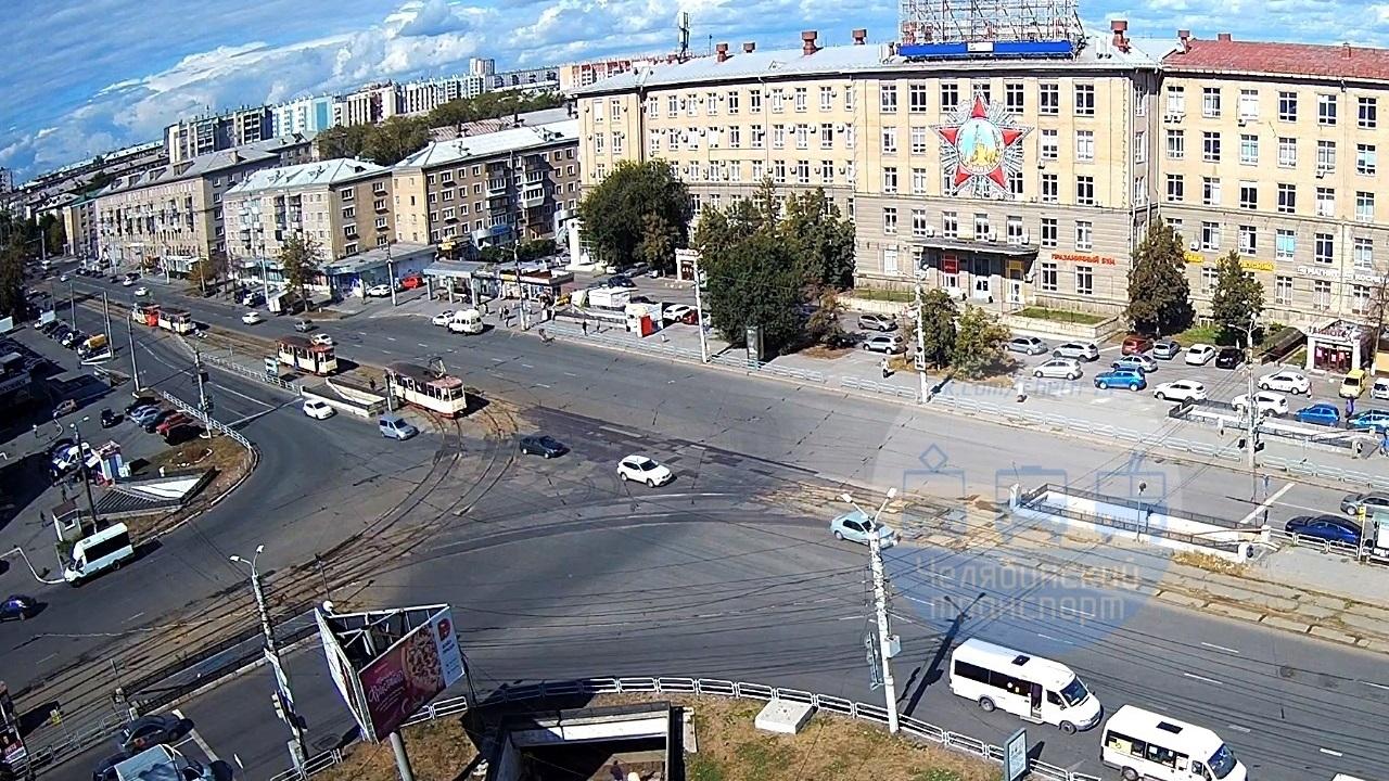 Трамвай сошел с рельсов и создал пробку в Челябинске