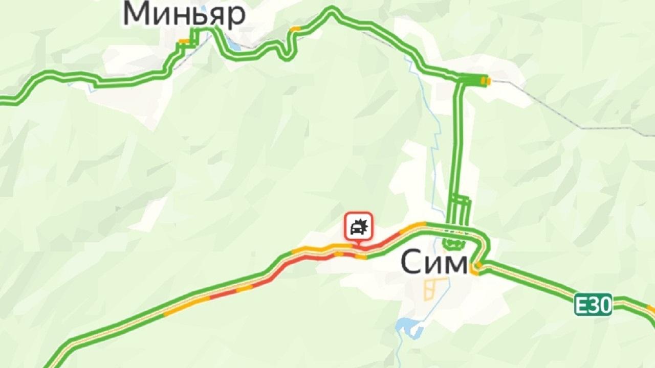 ДТП с фурой и двумя легковушками спровоцировало огромную пробку в Челябинской области