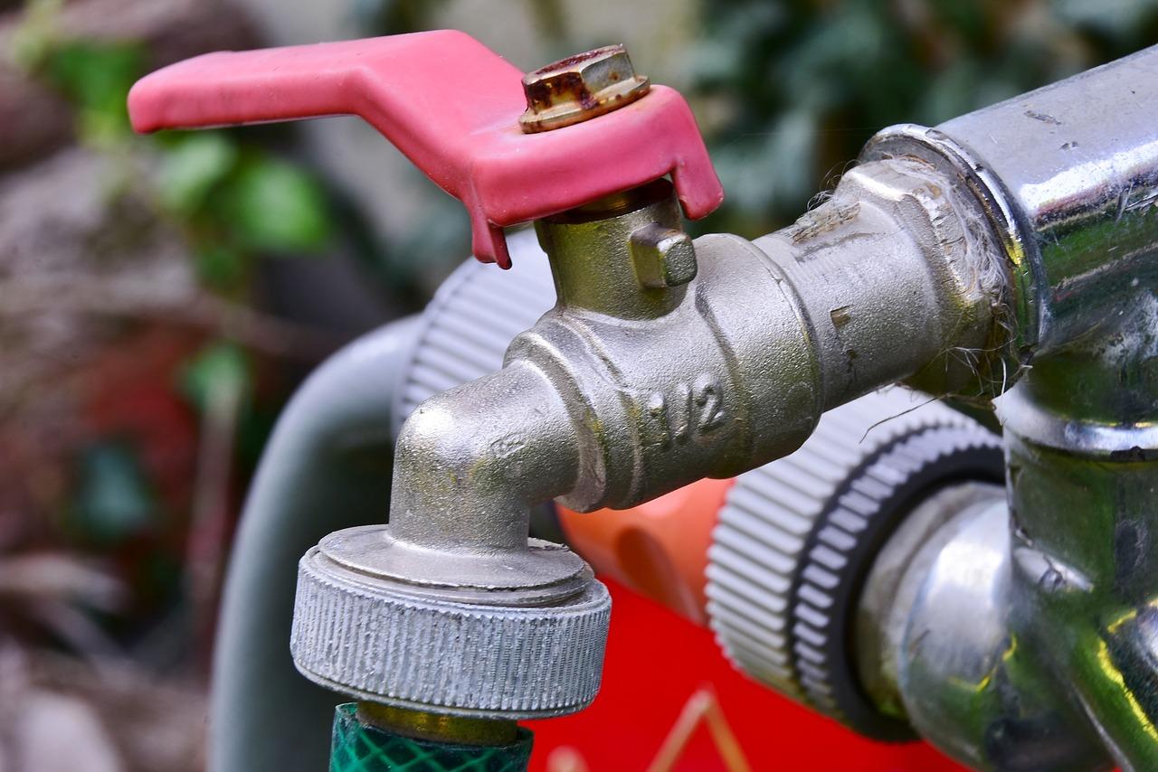 В Челябинске отключат воду в более чем 400 жилых домах двух районов