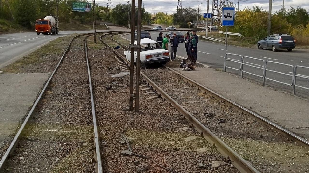 Автомобиль вылетел на трамвайные пути на Южном Урале