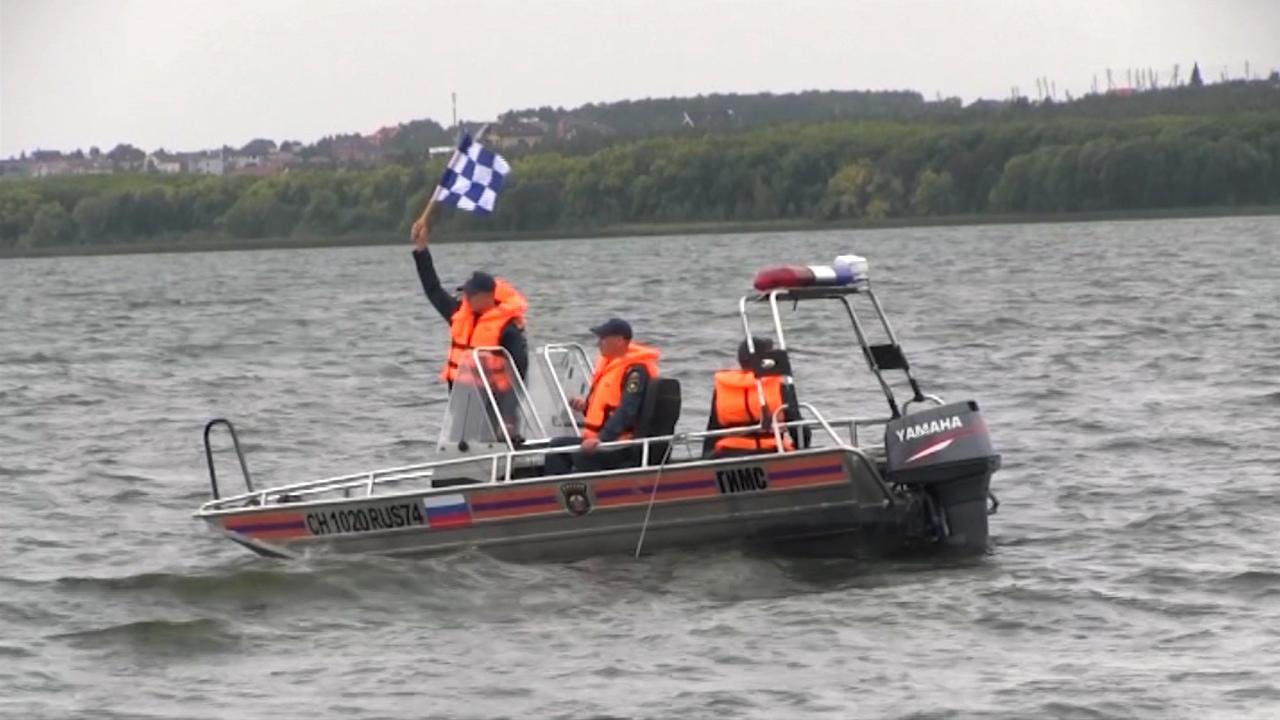 Инспекторы устроили гонки на лодках в Челябинске