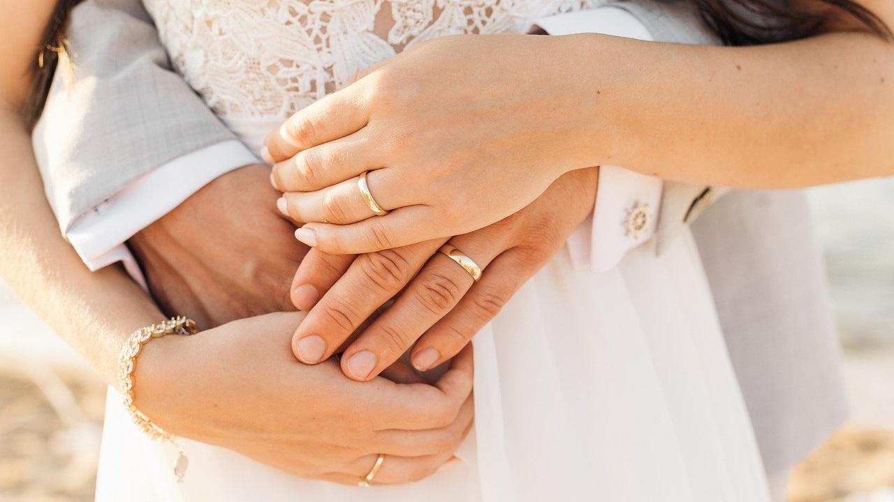 Привлекают семейное счастье и богатство: приметы о золотых украшениях