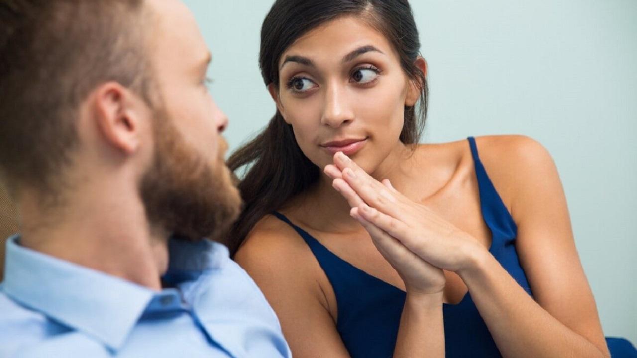 Психологи назвали 11 признаков неуверенного в себе человека
