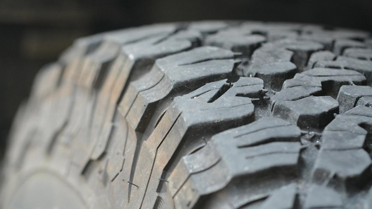 На карьере в Челябинске нашли шину величиной с человеческий рост