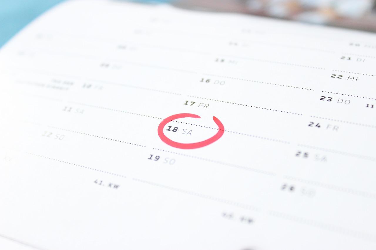 Праздничные и выходные дни в октябре 2021: как отдыхаем и работаем