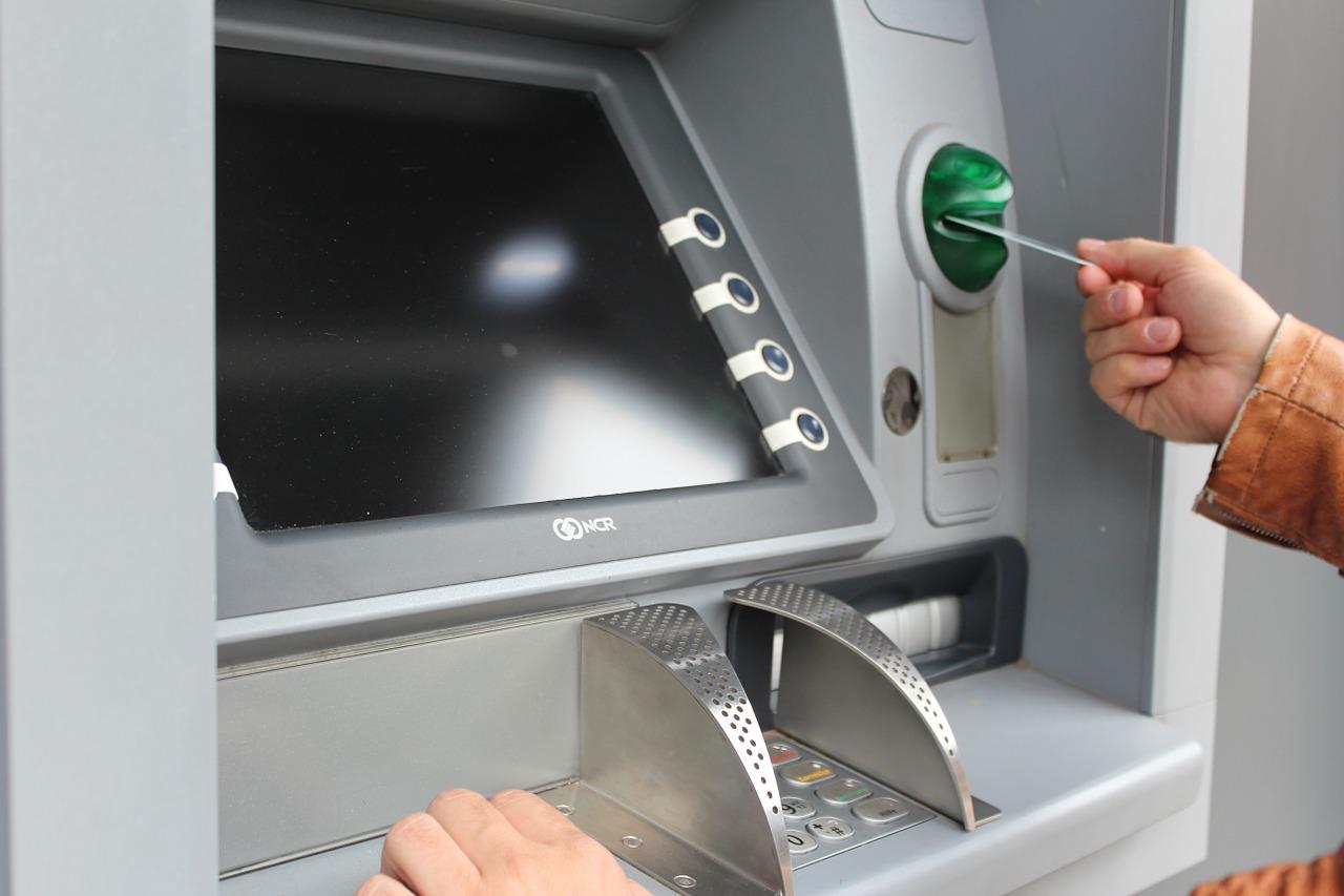 В Челябинской области мошенники обманули женщину почти на 7 млн рублей