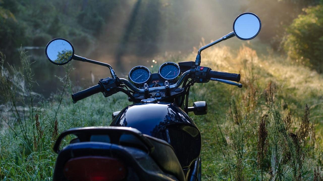 Мотоциклист без прав насмерть сбил подростка в Челябинской области