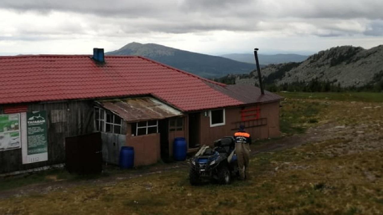 Спасатели эвакуировали из высокогорного приюта сотрудника нацпарка Таганай