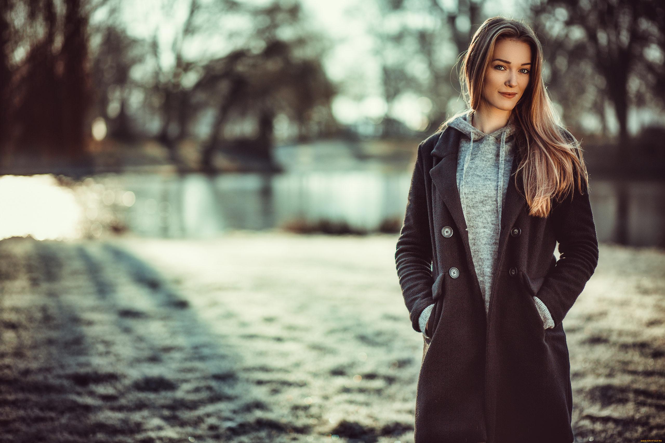 Стилисты рассказали, как правильно подобрать пальто на сезон 2021\22