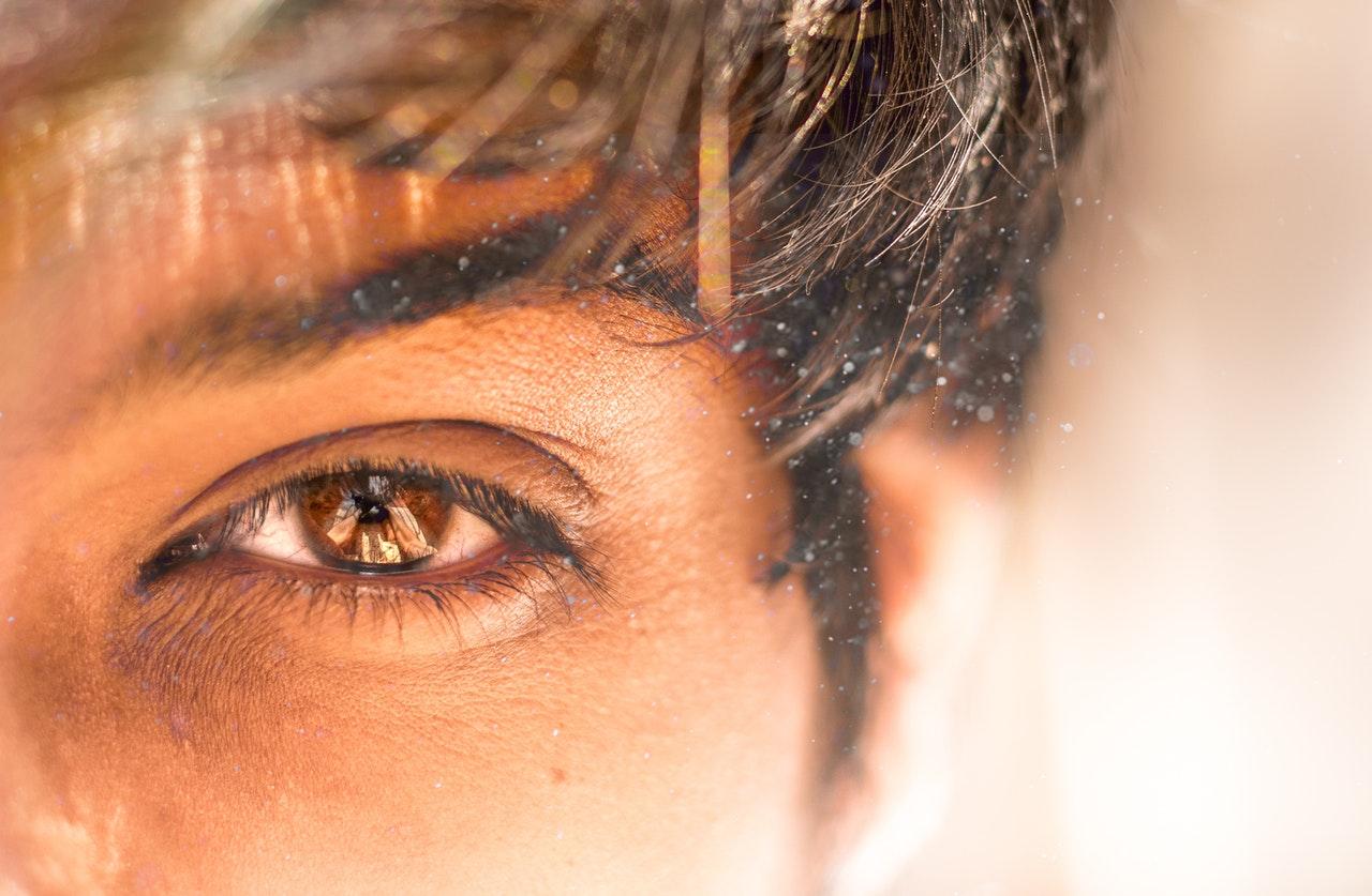 Хорошие и плохие приметы: левая рука, ухо и глаз – к чему беспокоят