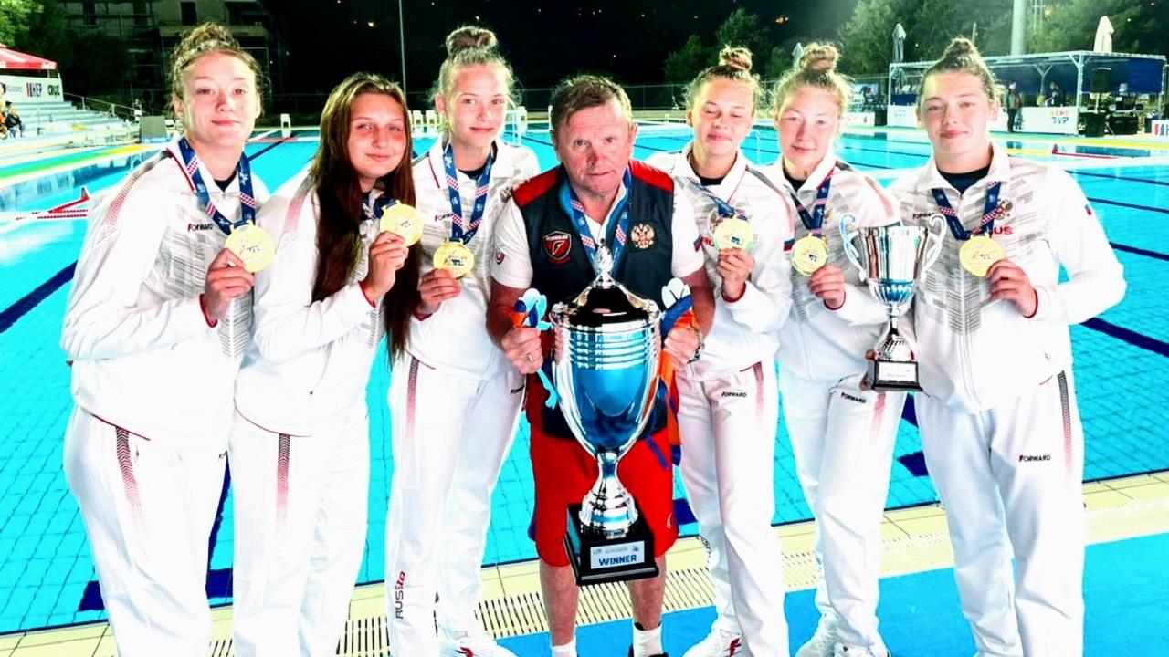 В Челябинске встретили ватерполисток, завоевавших золото на Чемпионате Европы