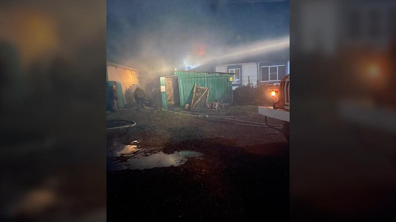 Полицейские спасли женщину на пожаре в Челябинской области