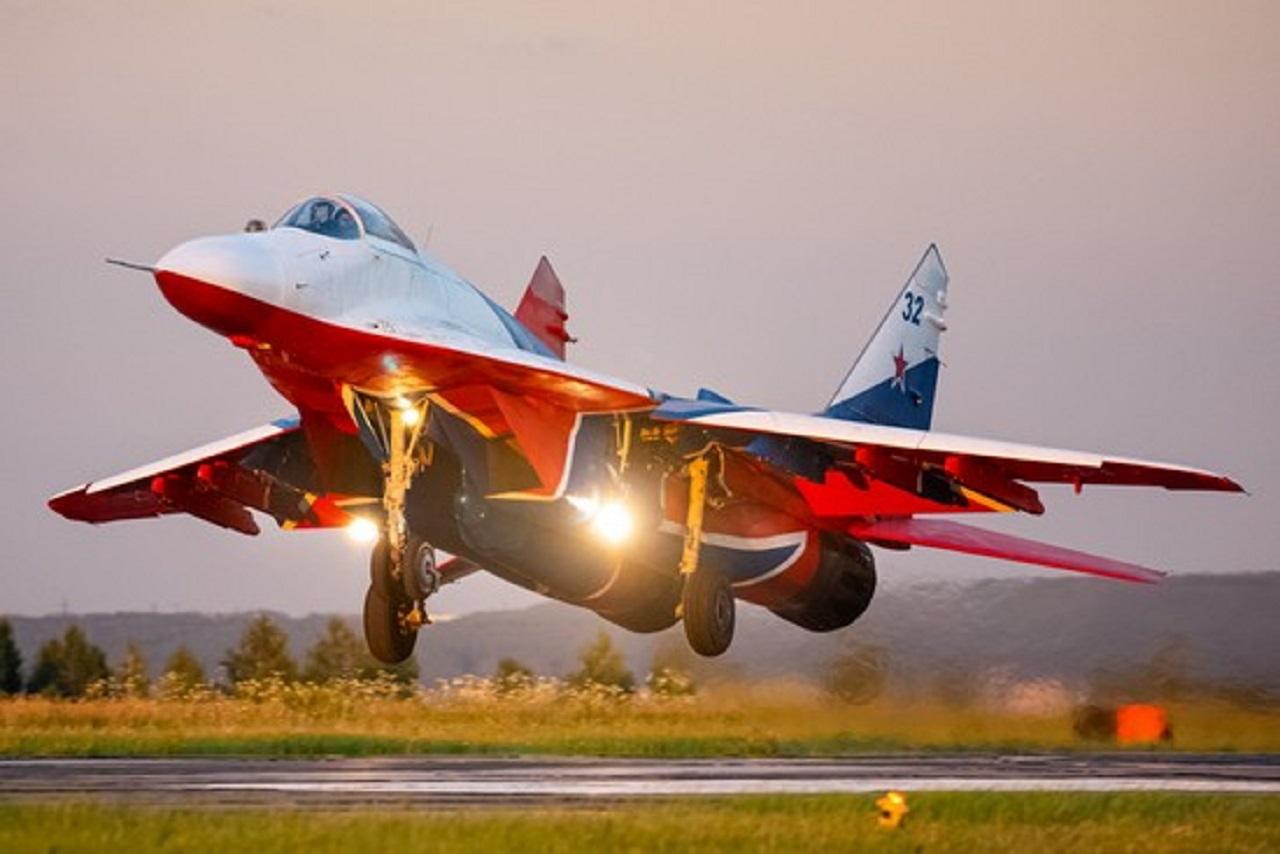 Воздушное шоу: стало известно, когда в небе над Челябинском выступят «стрижи»