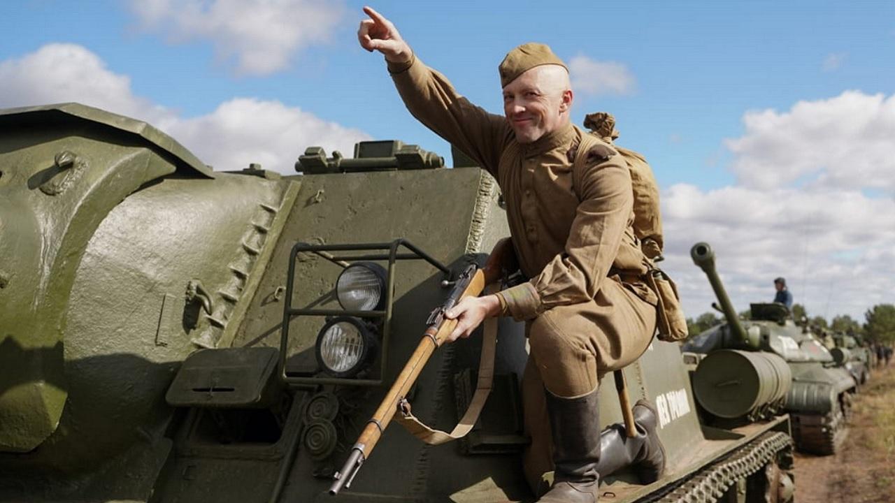 На Урале отметили День танкиста масштабной реконструкцией военных боев
