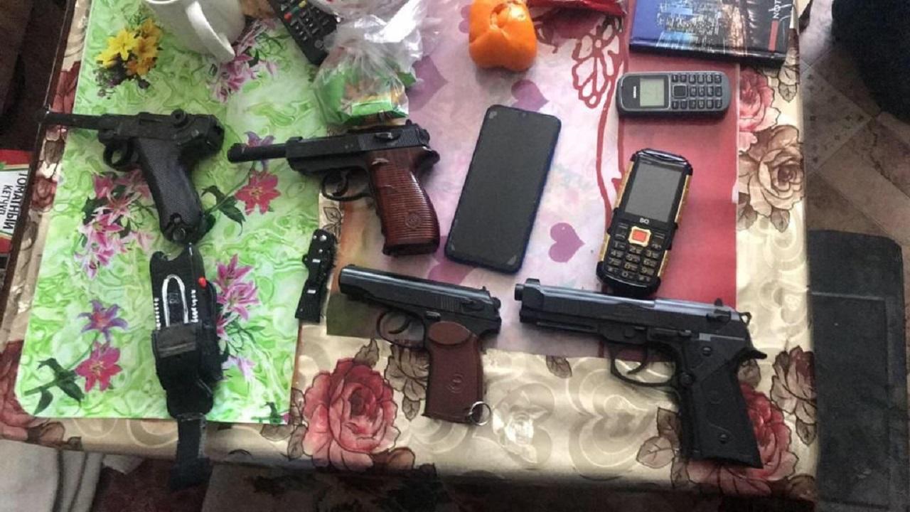 В Челябинской области задержали террориста с пистолетами и гранатой