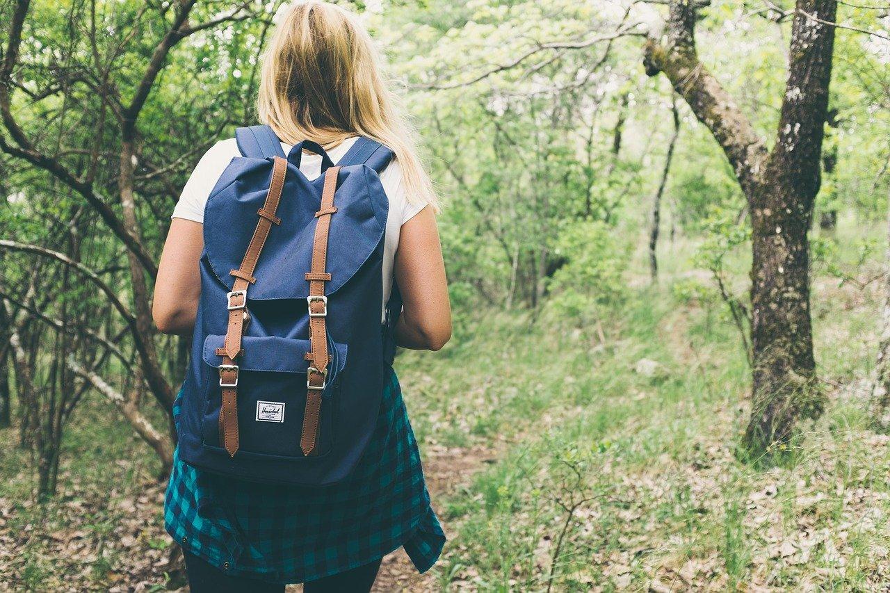 Заблудившаяся туристка в Челябинской области провела целую ночь в лесу