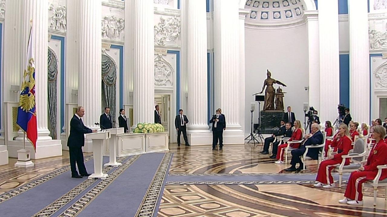Владимир Путин наградил Орденом дружбы пловчиху из Челябинска