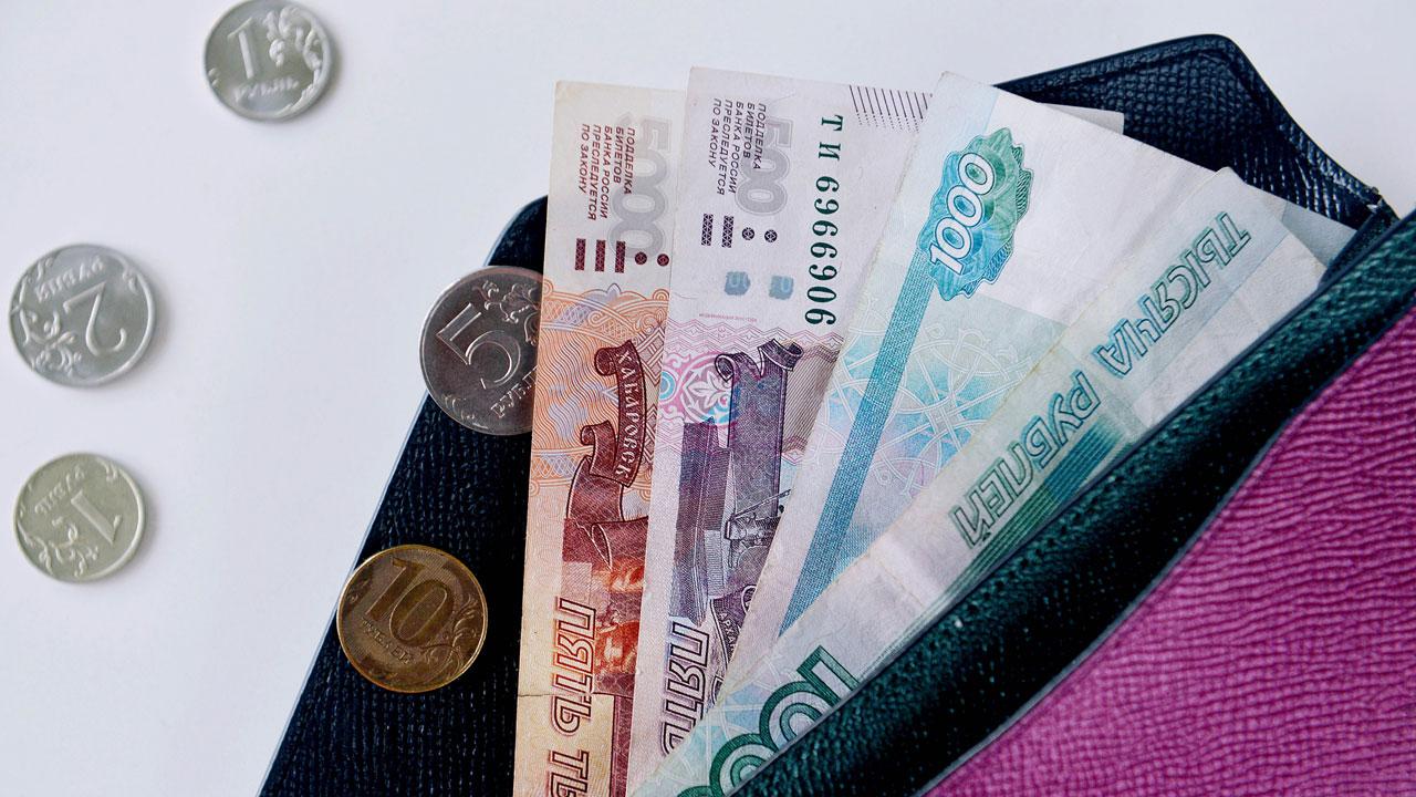 Аналитики подсчитали, у кого самые большие зарплаты в Челябинской области