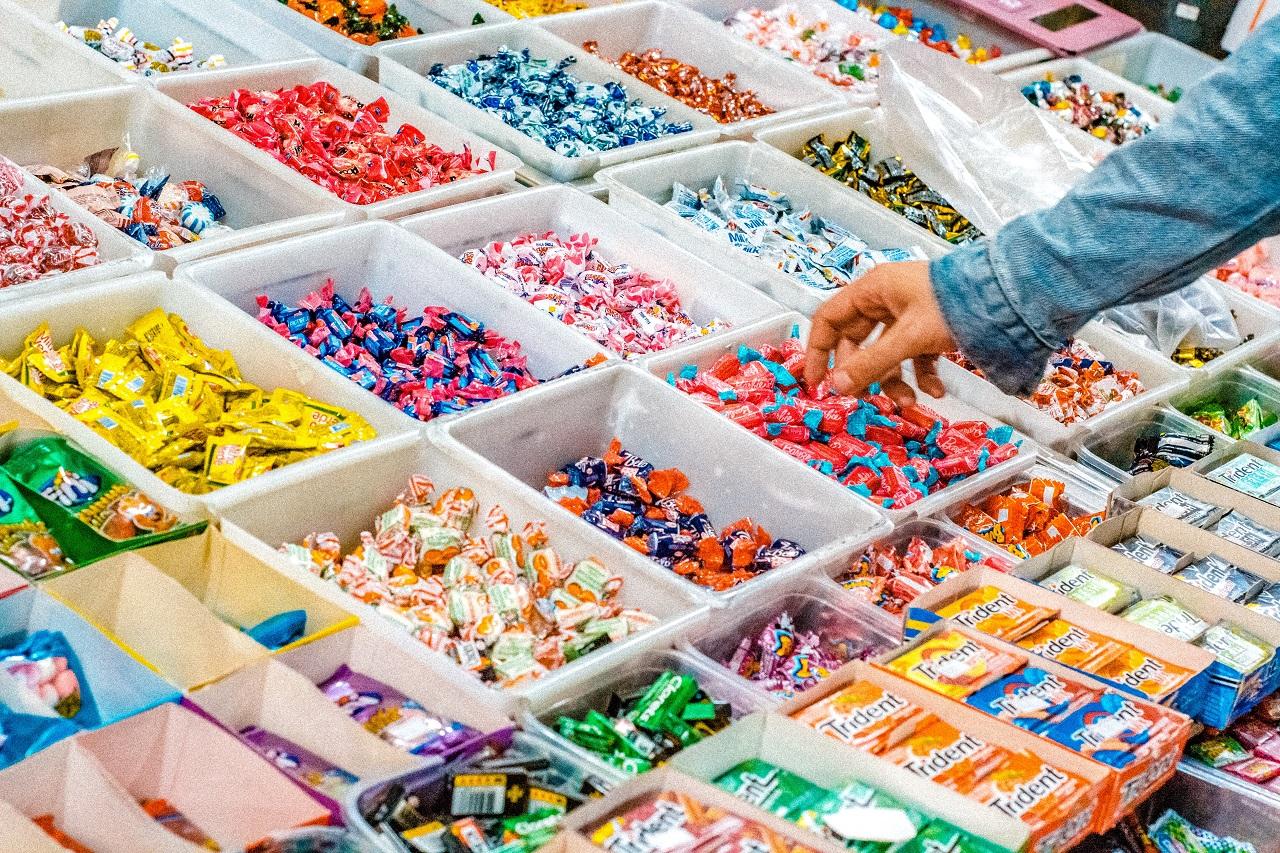 Что нельзя есть никому: названы 20 худших и лучших продуктов для зубов
